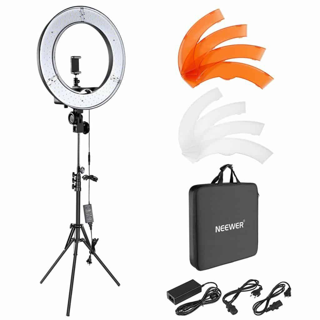 Ring light for good hair images in the salon